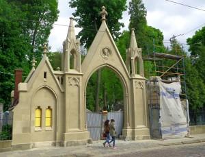 Ingången till Lytjarkiv kyrkogården
